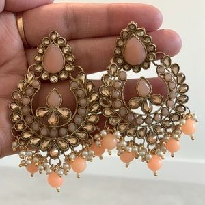 Earrings with stones and pearls